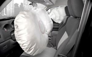 За рулём в любой опасности спасёт подушка безопасности.